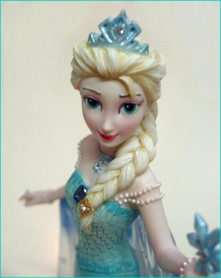 Disney showcase collection fi donc for Couture de force elsa